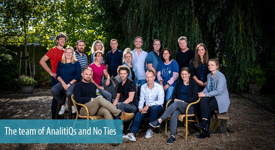 The team of AnalitiQs and No Ties